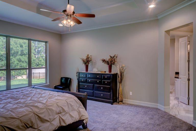 bed-bedroom-chair-280208
